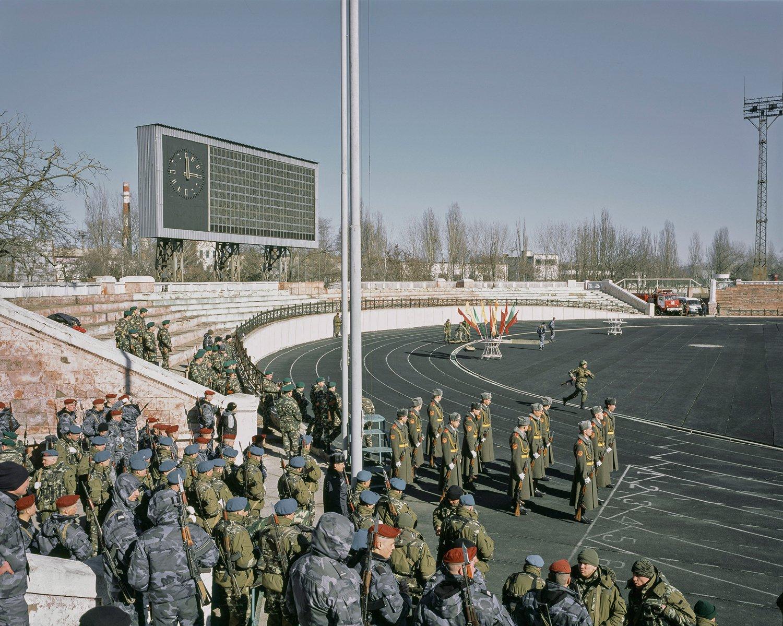 """Verschiedene Einheiten des transnistrischen Militärs treten in einem Wettbewerb im """"Stadion der Republik"""" gegeneinander an."""